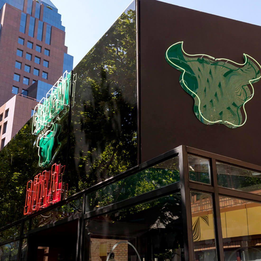 GREEN BULL Restaurante - Reserva en restaurantes de Comida RESTOBAR - LAS CONDES - MESA 24/7 | SANTIAGO - Perú