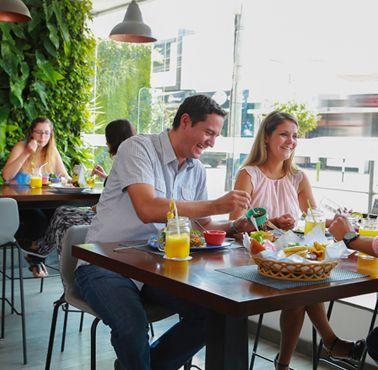 LA PLAZA MIRAFLORES Restaurante - Reserva en restaurantes de Comida FUSIóN - MIRAFLORES - MESA 24/7 | LIMA - Perú